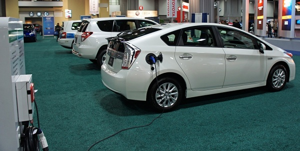 Eco Friendly Hybrid Cars – Not a 100% Green Technology as Yet